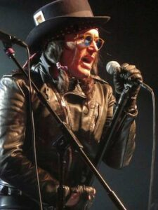Adam Ant as Dirk : photo Martin Unsworth