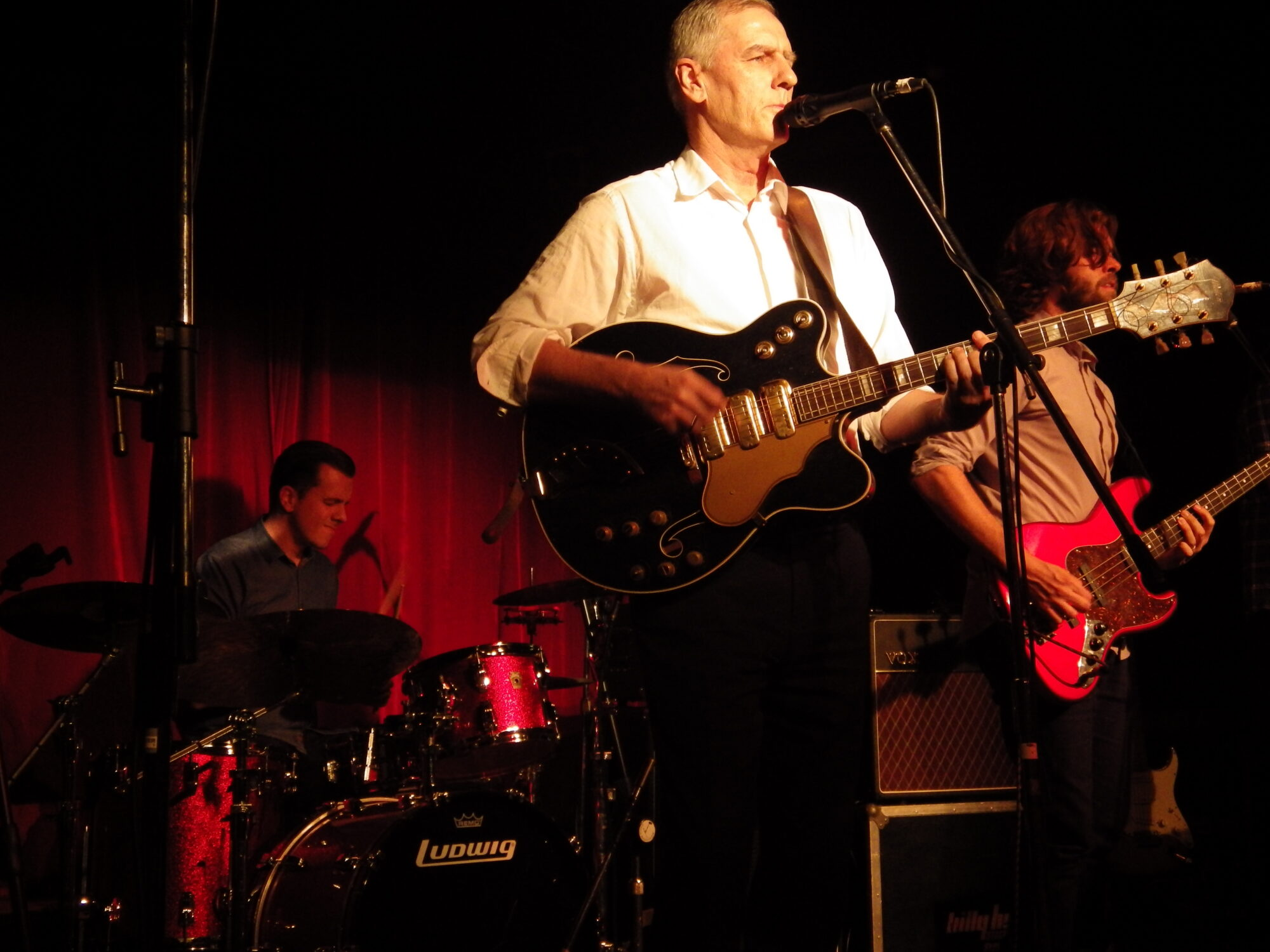 Robert Forster on stage