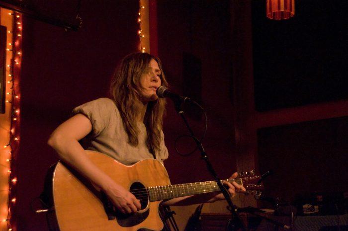 Katell Keineg playing guitar