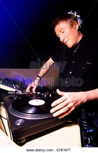 allister-whitehead-djing-at-viva-at-studio-33-london-ehfaft