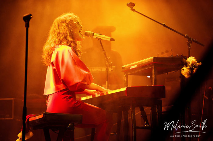 Rae Morris - piano © Melanie Smith