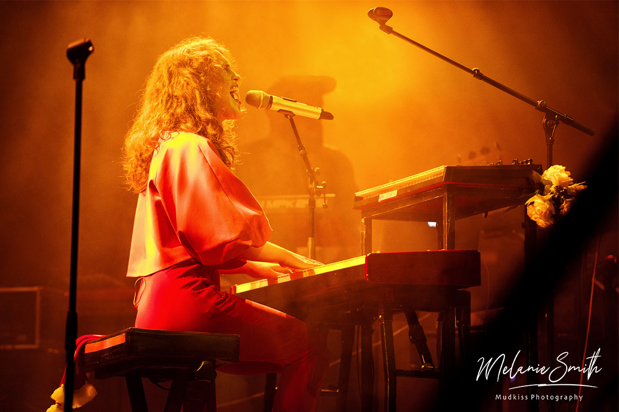 Rae Morris - piano © Melanie Smith