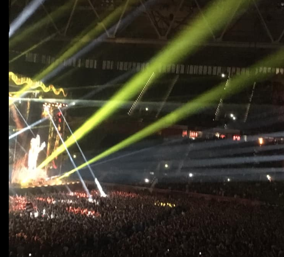 Die Toten Hosen : Dusseldorf Arena : Live Review 'huge singalong anthems surfing on high decibel 40 000 strong audience singalongs'
