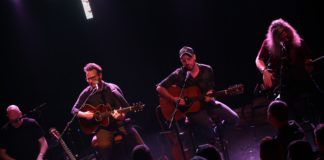 Turin Brakes go acoustic