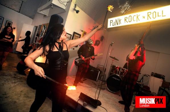 Bermondsey Joyriders present Punk Rock n Roll Artshow: Underdog Art Gallery, Se1 – live review