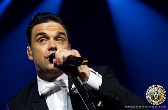 Robbie Williams by Melanie Smith, Mudkiss Photography